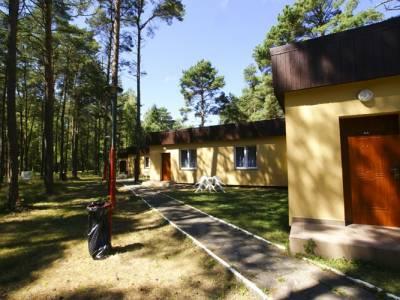 Domki obok siebie w Pogorzelicy