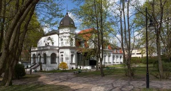 Mały biały pałacyk w środku lasu, Muzeum Przyrody w Olsztynie