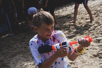 bitwa wodna uśmiechnięty chłopiec camport