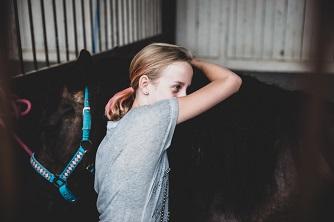 Camp Horses przytulenie Konia